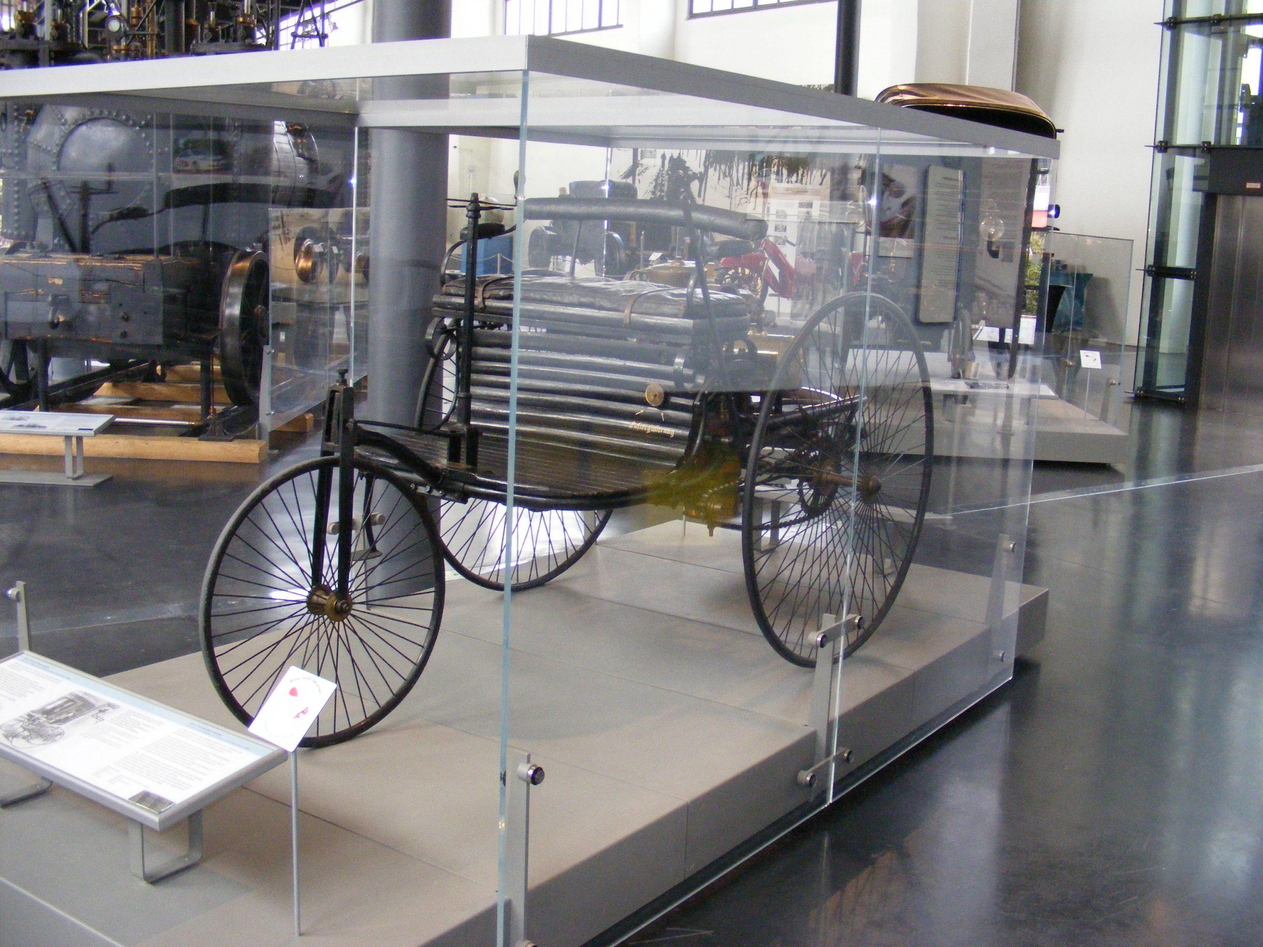 история первого автомобиля в мире