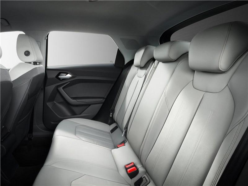 Audi A1 рестайлинг салон