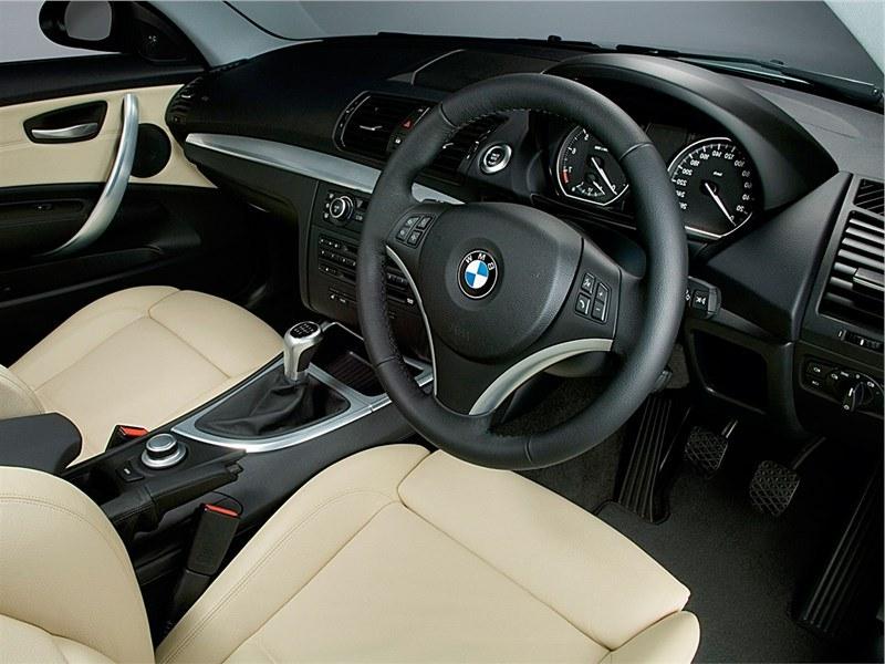 BMW 1 series Поколение E81, E82, E87, E88 2008 - 2011 фото салона